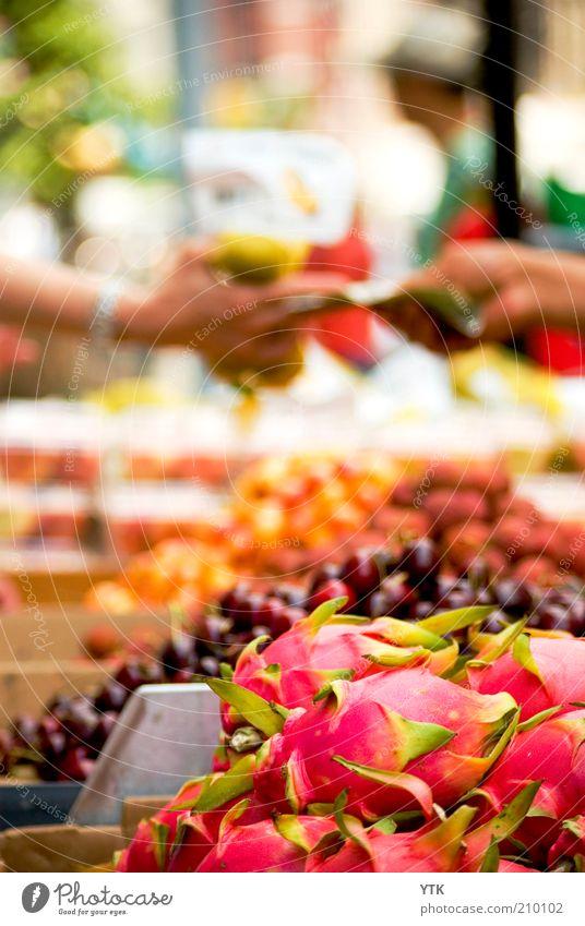 Chinese Fruit Market exotisch bezahlen rosa ästhetisch Drachenfrucht Frucht fruchtig lecker Buden u. Stände Ware süß Handel feilschen Straßenhändler Geldscheine