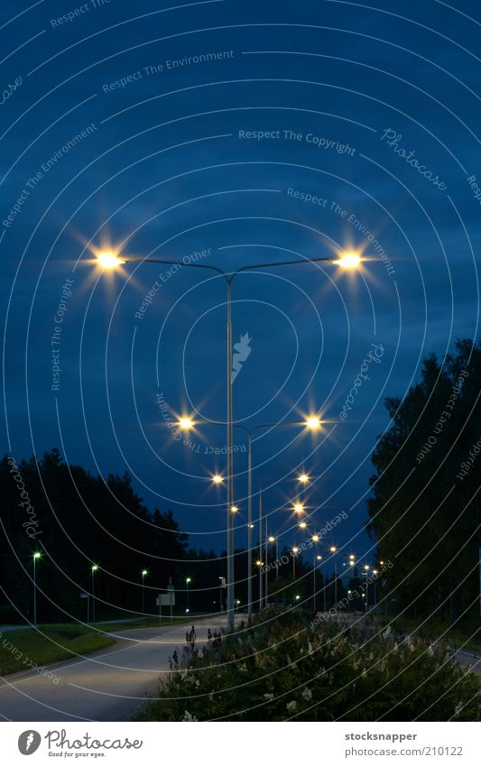 Straße Lampe dunkel Nachthimmel Abenddämmerung Laternenpfahl