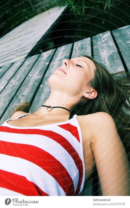 A Beautiful Mind feminin Junge Frau Jugendliche Erwachsene Leben Gesicht Ohr Nase Mund 1 Mensch 18-30 Jahre Umwelt Natur Seeufer schlafen Erholung schön