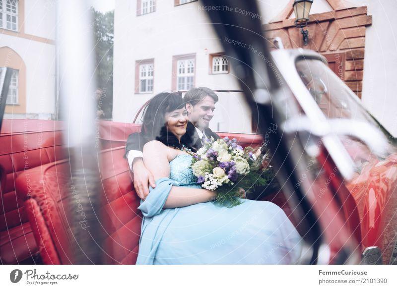 Love is in the air (36) Mensch Frau Jugendliche Mann blau rot 18-30 Jahre Erwachsene Liebe Autofenster feminin Glück maskulin Romantik Hochzeit Zusammenhalt