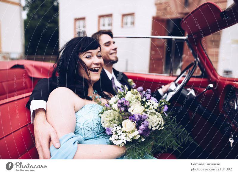Love is in the air (89) maskulin feminin Frau Erwachsene Mann 2 Mensch 18-30 Jahre Jugendliche 30-45 Jahre Glück Oldtimer rot Standesamt Burg oder Schloss Ehe