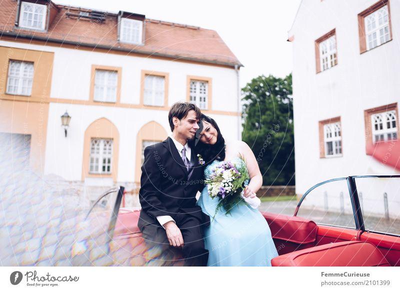 Love is in the air (80) Mensch Frau Jugendliche Mann rot 18-30 Jahre Erwachsene feminin Glück Zusammensein maskulin sitzen Hochzeit Blumenstrauß Vertrauen