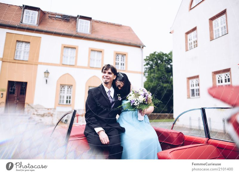 Love is in the air (01) Mensch Frau Mann blau rot Erwachsene Liebe feminin Familie & Verwandtschaft Glück Paar maskulin sitzen Hochzeit Blumenstrauß