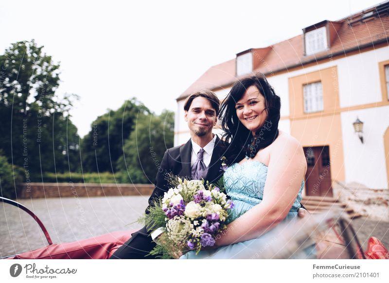 Love is in the air (63) maskulin feminin Frau Erwachsene Mann 2 Mensch 18-30 Jahre Jugendliche 30-45 Jahre Glück Oldtimer rot Rücksitz Schloss Park Ehe Ehepaar