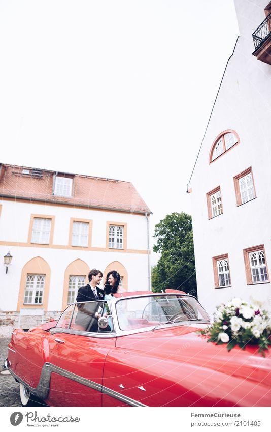 Love is in the air (32) Mensch Frau Jugendliche Mann Blume rot 18-30 Jahre Erwachsene Liebe feminin maskulin sitzen Lächeln Hochzeit Burg oder Schloss