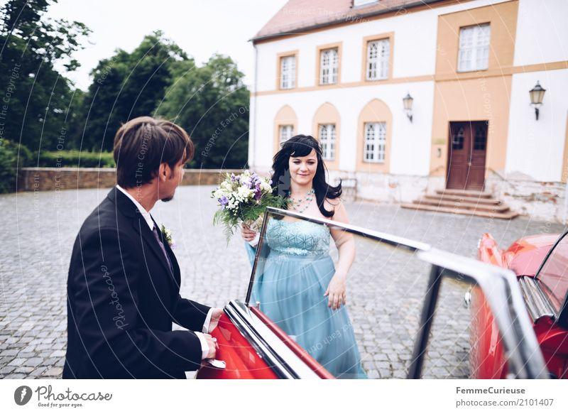Love is in the air (66) maskulin feminin Frau Erwachsene Mann 2 Mensch 18-30 Jahre Jugendliche 30-45 Jahre Glück Burg oder Schloss Oldtimer rot schwarzhaarig