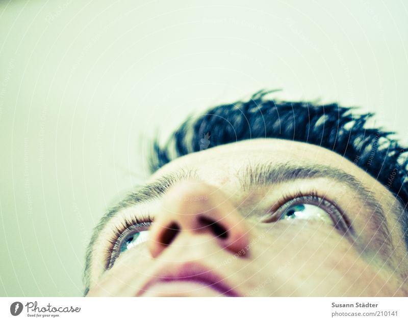 Rocket man Jugendliche Mann blau Junger Mann 18-30 Jahre Gesicht Erwachsene Auge Gefühle Haare & Frisuren Kopf träumen maskulin Zufriedenheit Kraft hoch