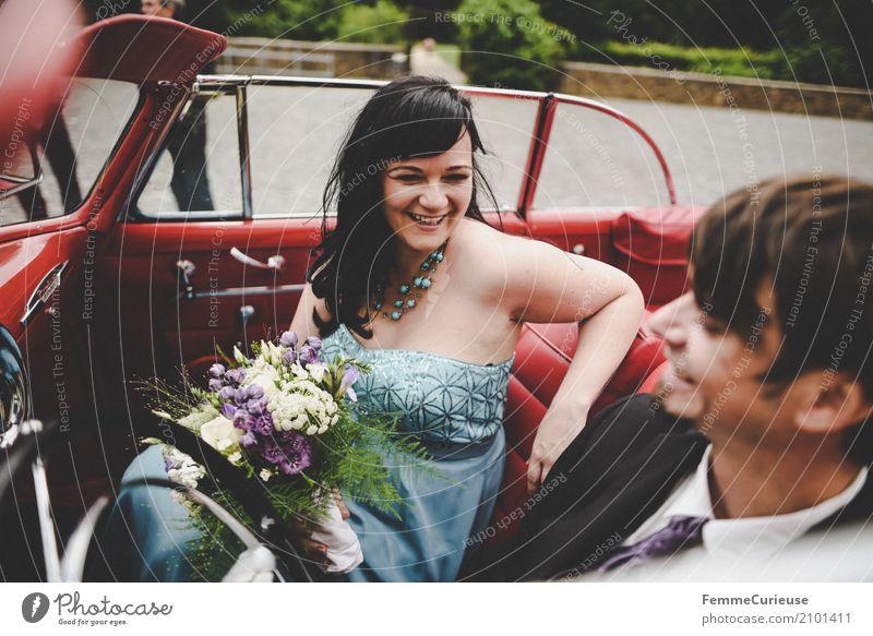 Love is in the air (14) Mensch Frau Jugendliche Mann blau rot Freude 18-30 Jahre Erwachsene Liebe feminin lachen Glück maskulin Hochzeit Blumenstrauß