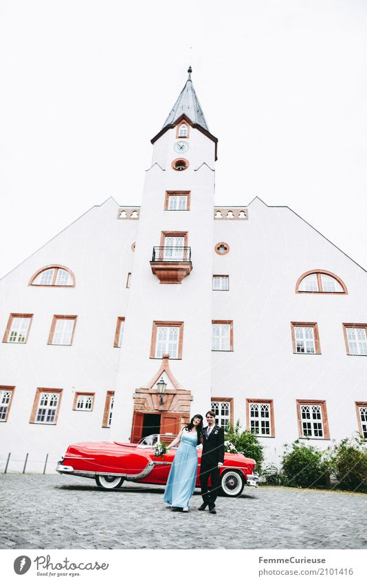 Love is in the air (82) Mensch Frau Jugendliche Mann blau rot 18-30 Jahre Erwachsene feminin Glück maskulin Hochzeit Körperhaltung Blumenstrauß