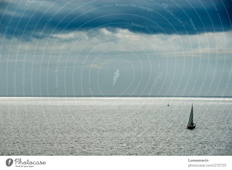 Silberstreif schön Meer Ferien & Urlaub & Reisen ruhig Ferne Erholung dunkel Umwelt Stimmung Horizont groß bedrohlich einfach Unendlichkeit silber Fernweh
