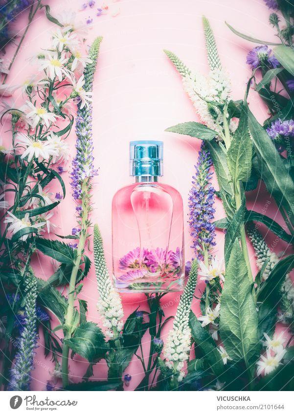 Floral Parfüm Flasche mit Pflanzen und Blumen Lifestyle kaufen Stil Design schön Körperpflege Kosmetik Parfum Gesundheit Wellness Duft Spa Natur Parfumflakon