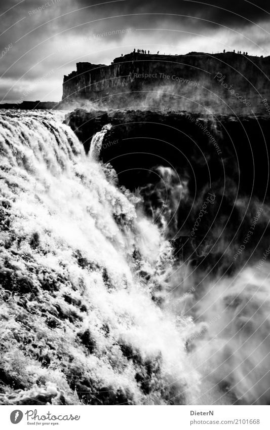 Gewalten Umwelt Natur Landschaft Wasser Himmel Wolken Gewitterwolken Sommer schlechtes Wetter Felsen Schlucht Wasserfall Dettifoss grau schwarz weiß Island