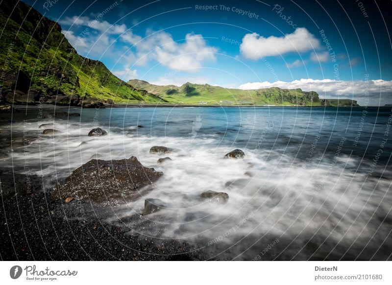 Küste Umwelt Landschaft Urelemente Wasser Himmel Wolken Sommer Klima Wetter Schönes Wetter Gras Berge u. Gebirge Wellen Fjord Meer Atlantik blau grün schwarz
