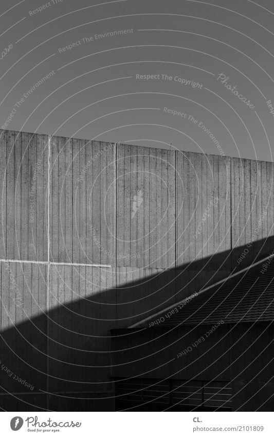 ruhr-universität bochum (2) Himmel Wolkenloser Himmel Schönes Wetter Bochum Menschenleer Bauwerk Gebäude Architektur Mauer Wand Dach eckig Schwarzweißfoto