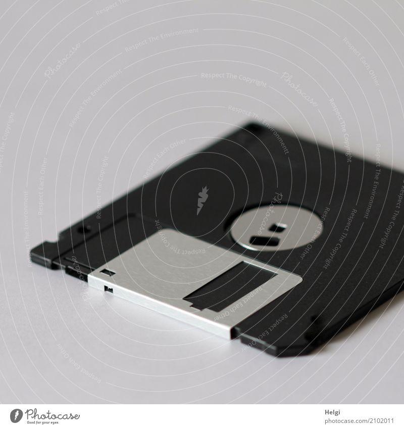 ausgedient ... Computer Hardware Diskette Datenträger Metall Kunststoff liegen alt historisch grau schwarz silber Nostalgie magnetisch digital Quadrat