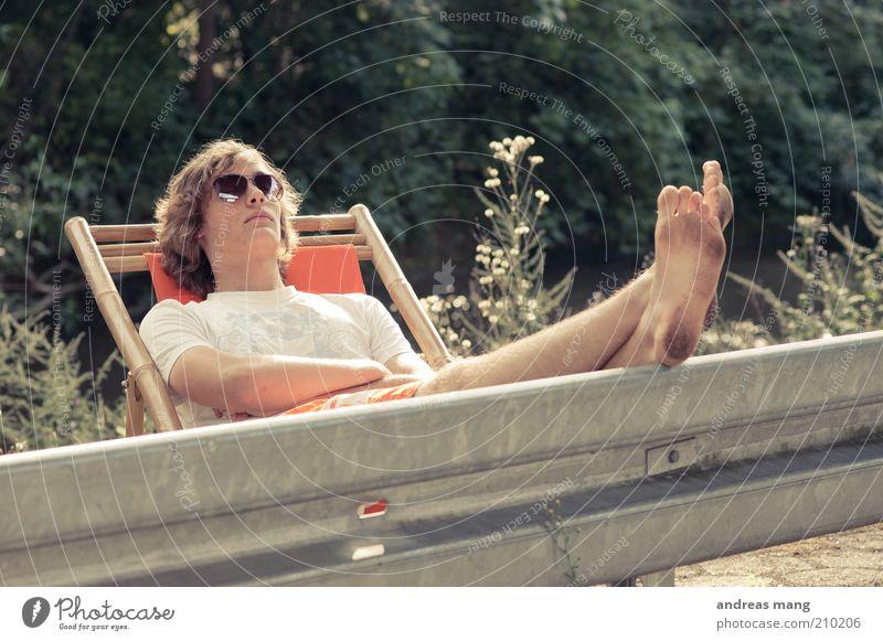 This is where I live | No. 003 Freude Junger Mann Jugendliche Fuß Sommer Schönes Wetter Leitplanke Sonnenbrille Liegestuhl Erholung genießen schlafen träumen