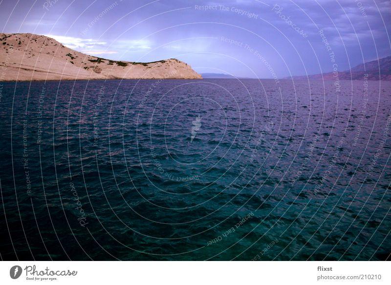dreams Wasser Meer blau Sommer Wolken Landschaft Wellen Sehnsucht schlechtes Wetter Wasseroberfläche