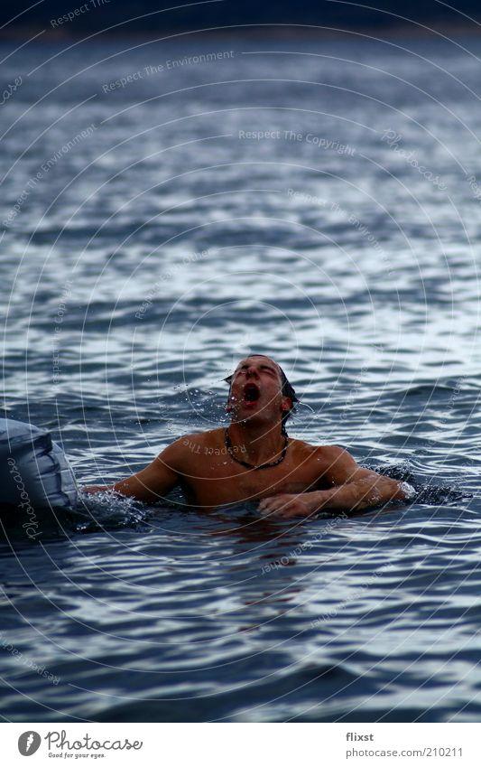 Erwachen Mensch Wasser Meer Erwachsene Leben Kopf Arme Schwimmen & Baden maskulin Wassertropfen 18-30 Jahre Brust aufwärts atmen schlechtes Wetter Notfall