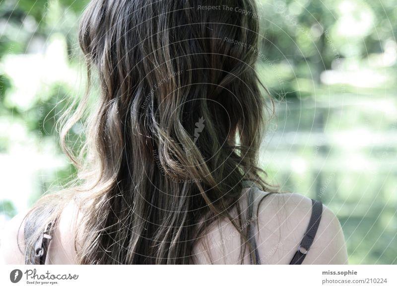 träumen Jugendliche schön grün ruhig Leben feminin Haare & Frisuren Kopf See Park Denken Landschaft Zufriedenheit