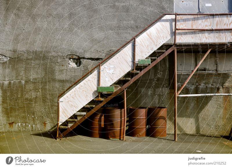 Island Wirtschaft Menschenleer Haus Industrieanlage Fabrik Gebäude Architektur Mauer Wand Treppe alt stagnierend Verfall Vergänglichkeit Wandel & Veränderung