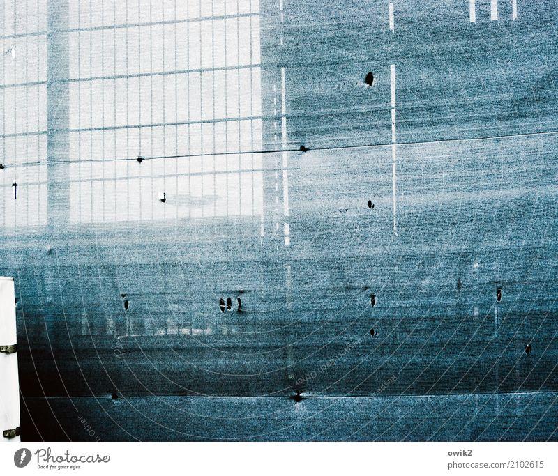 Paravent Abdeckung Sichtschutz Baumarkt Gitter Zaun Kunststoff Schutz Sicherheit Loch Stoff Schaden unklar blau grau-blau Brandenburg Farbfoto Gedeckte Farben
