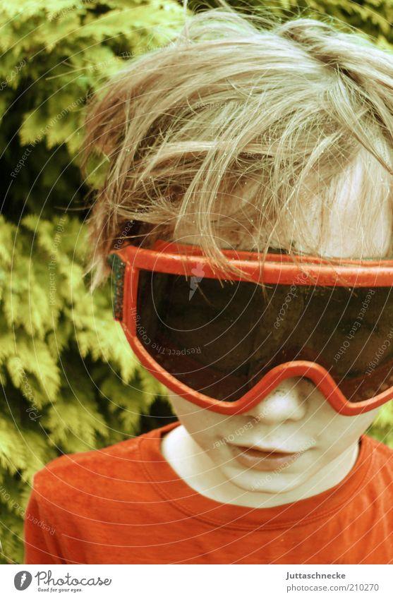 Durchblick Schneebrille maskulin Kind Junge Kopf Nase Mund 8-13 Jahre Kindheit Brille blond Lächeln Fröhlichkeit lustig verrückt rot Freude Sicherheit Schutz