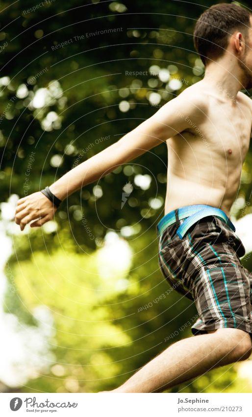 Springinsfeld maskulin Junger Mann Jugendliche Körper 1 Mensch 18-30 Jahre Erwachsene Bewegung springen Energie Flucht Anschnitt anonym Oberkörper Nackte Haut