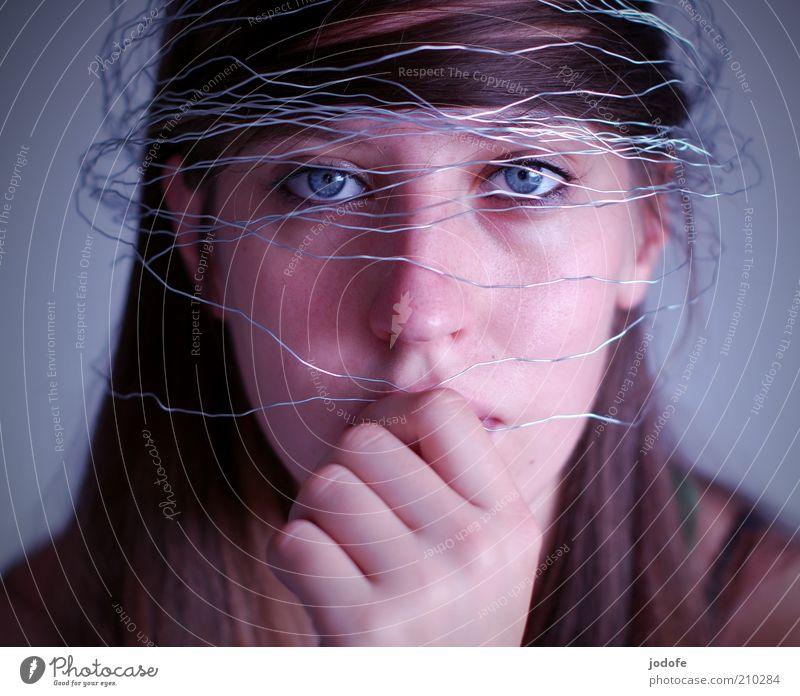 verschleiert Frau Mensch Jugendliche Gesicht ruhig Auge Einsamkeit feminin Stil Haare & Frisuren Kopf Traurigkeit Angst Mode Erwachsene