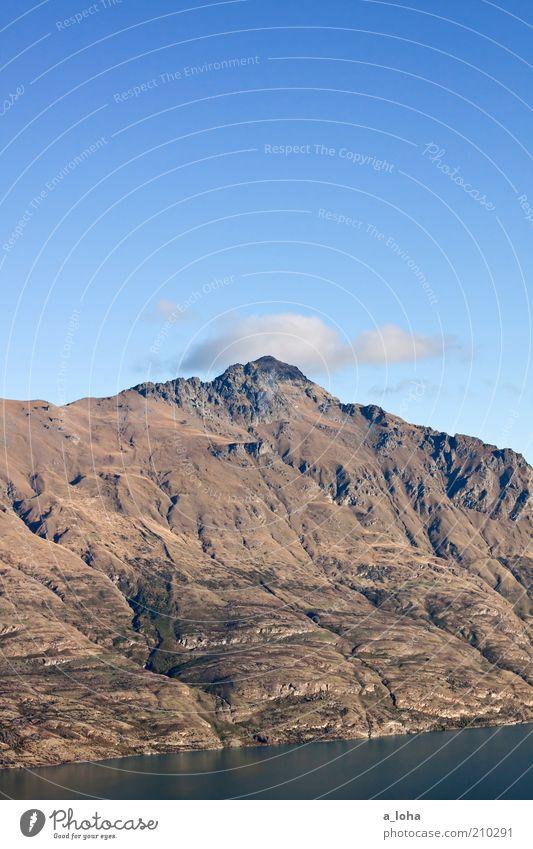 top of the hill Landschaft Urelemente Luft Wasser Himmel Wolken Schönes Wetter Felsen Berge u. Gebirge Gipfel Seeufer Meer Erholung fest groß hoch kalt Fernweh