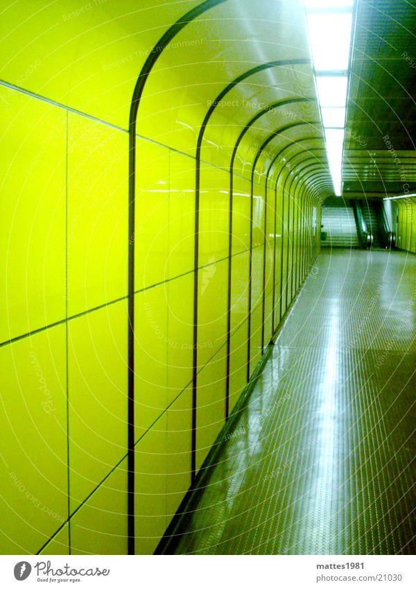 James Brown Tunnel Fußgänger Neonlicht gelb Licht Bonn London Underground Deutschland Brücke space reflektion Unterführung bedrohlich Erde