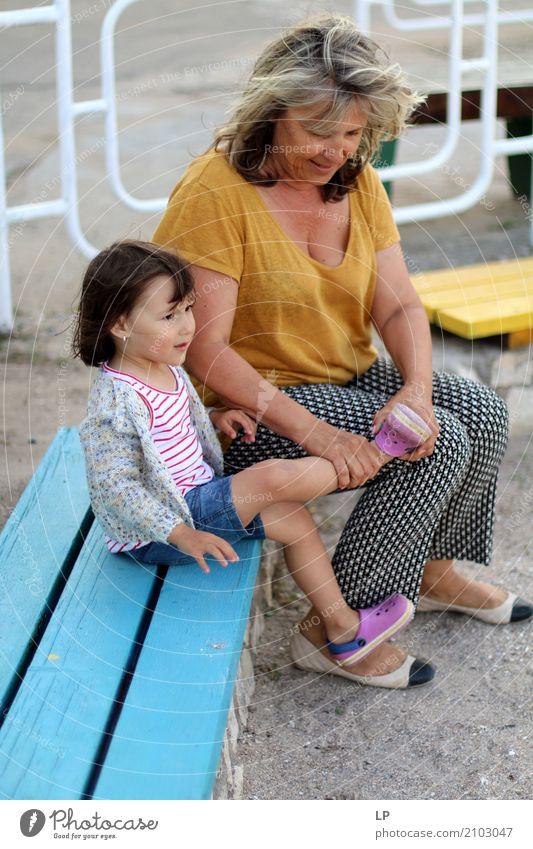 Lass mich dir helfen Mensch Kind Frau Erwachsene Leben Lifestyle Senior Gefühle feminin Familie & Verwandtschaft Schule Freizeit & Hobby Kindheit Schutz
