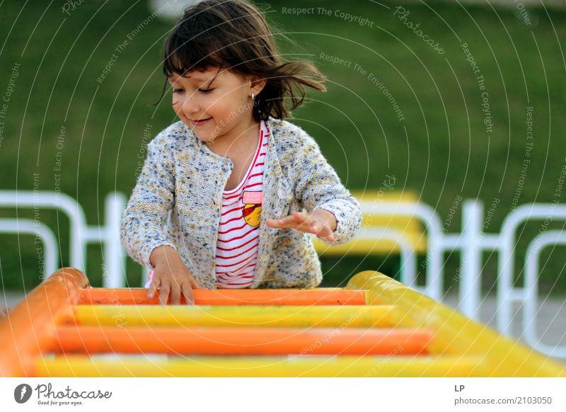 Spielerisches Kind Freizeit & Hobby Spielen Kinderspiel Freiheit Muttertag Sport Kindererziehung Bildung Kindergarten Schule Schulhof Schulkind Bildungsreise