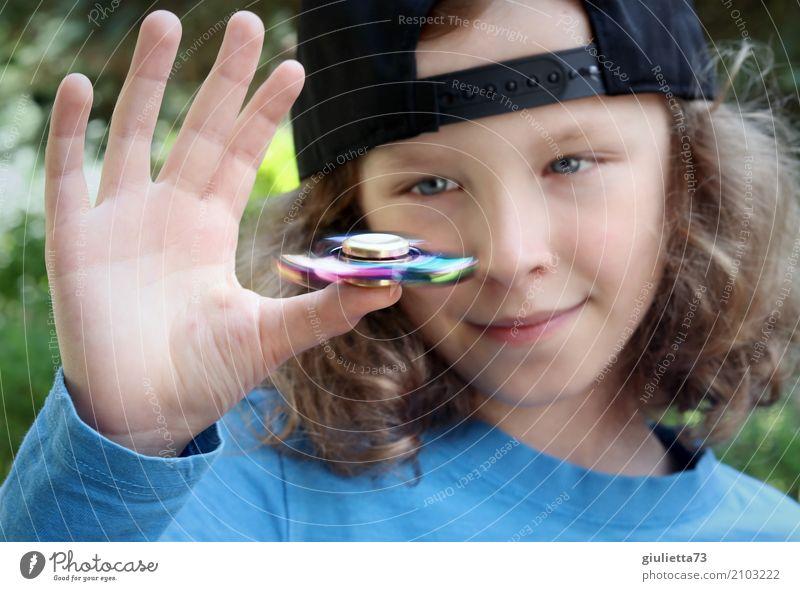 Tempo | Fidget Spinner Hype Freizeit & Hobby Spielen Kinderspiel Fingerspiel Junge Hand 1 Mensch 8-13 Jahre Kindheit Mütze Bewegung Coolness glänzend Glück