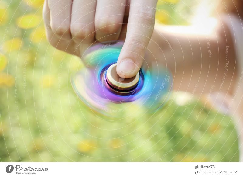 Tempo | Fidget Spinner Rainbow Erholung ruhig Meditation Freizeit & Hobby Spielen Kinderspiel Fingerspiel Finger Spinner Mädchen Kindheit Leben 1 Mensch
