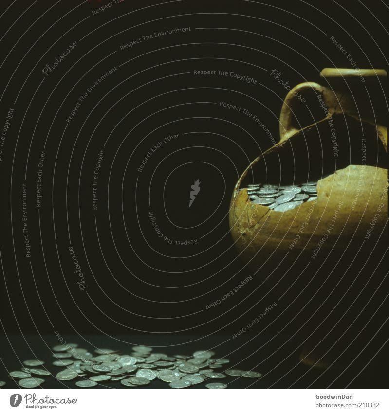 Sparschwein vor 2000 Jahren alt dunkel Kunst Geld kaputt historisch Symbole & Metaphern gebrochen Museum sparen antik Ausstellung Geldmünzen Spardose Krug