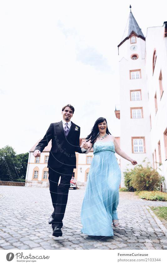 Love is in the air (23) Mensch Frau Jugendliche Mann blau Freude 18-30 Jahre Erwachsene Liebe feminin lachen Glück springen maskulin Lächeln laufen