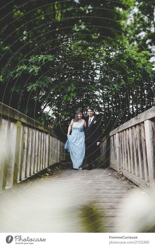 Love is in the air (71) maskulin feminin Frau Erwachsene Mann 2 Mensch 18-30 Jahre Jugendliche 30-45 Jahre Glück Naturliebe Park Baum Brücke Ehe Ehepaar Ehefrau