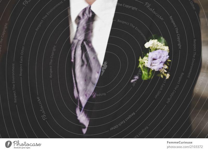 Love is in the air (85) maskulin Mann Erwachsene 1 Mensch 18-30 Jahre Jugendliche 30-45 Jahre schwarz Bräutigam Jacke Krawatte Anstecker Blüte violett Hochzeit