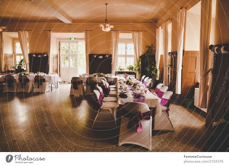 Love is in the air (27) Kleinstadt Haus Traumhaus Feste & Feiern Dekoration & Verzierung Innenarchitektur Schleife violett rosa Hochzeitszeremonie Speisetafel