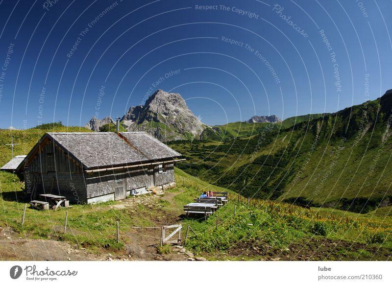 Alpe Derren 2 Haus wandern Umwelt Natur Landschaft Wolkenloser Himmel Sommer Klima Schönes Wetter Hügel Felsen Alpen Berge u. Gebirge Gipfel Hütte Horizont