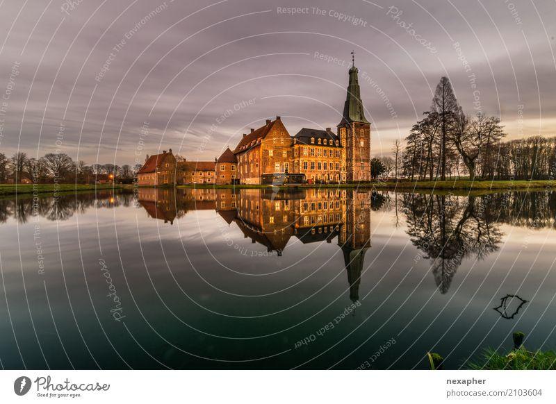 Castle reflection / Reflectionen eines Schloßes Wolken Baum Dorf Burg oder Schloss Park Sehenswürdigkeit Stein Wasser alt elegant gigantisch historisch reich