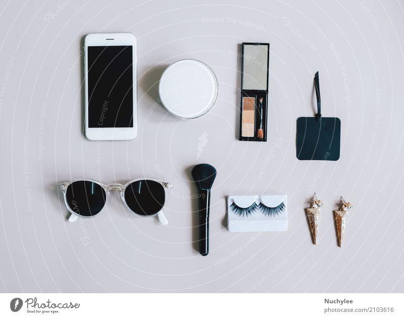 Flache Verlegung von femininen Artikeln mit Kosmetik Lifestyle elegant Stil Design schön Haut Schminke Ferien & Urlaub & Reisen Telefon PDA