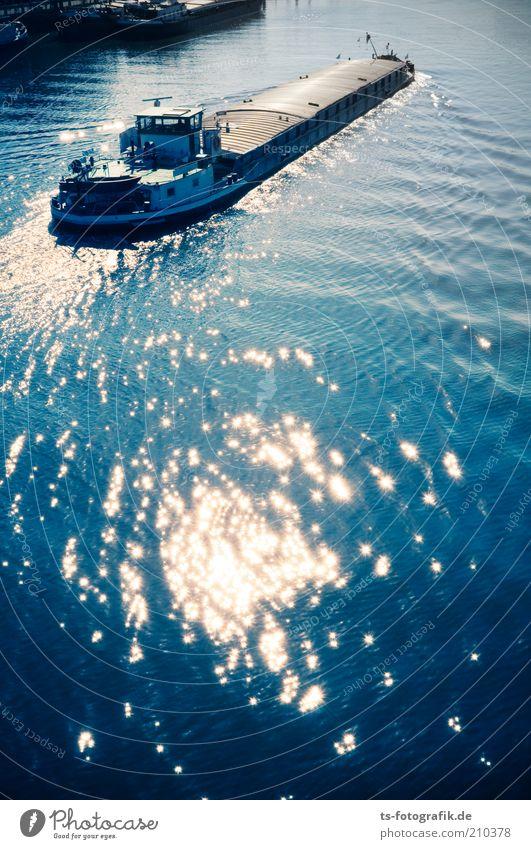 Nimm mich mit, Kapitän ... Wasser schön blau Bewegung Wasserfahrzeug Küste Wellen Verkehr ästhetisch fahren Güterverkehr & Logistik Fluss lang Mobilität