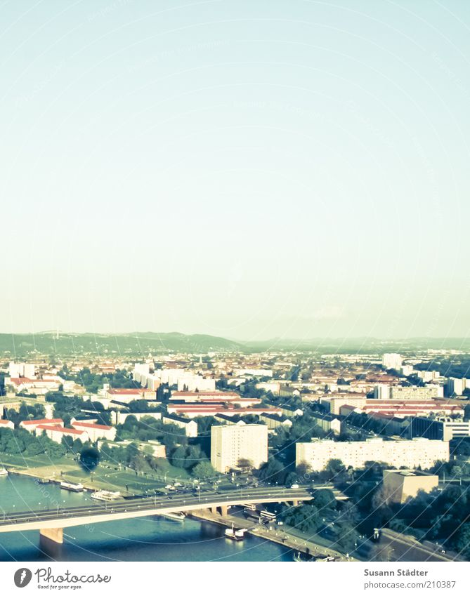 DD-Süd Landschaft Stadt Skyline bevölkert Haus Hochhaus Straße Schienenverkehr Dresden Carolabrücke Elbufer Elbe Brücke Plattenbau Wohnsiedlung Dampfschiff