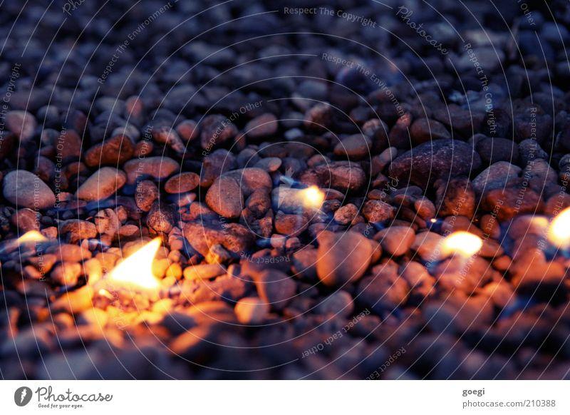burning stones Stein träumen Feuer leuchten Urelemente heiß fantastisch brennen skurril Zerstörung Flamme Surrealismus Kies Umweltverschmutzung Kieselsteine