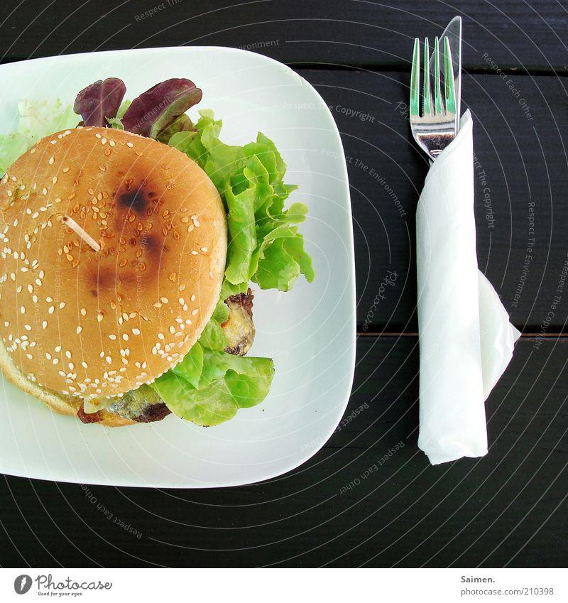 Guten [PC Usertreffen FFM] Fleisch Brot Brötchen Ernährung Mittagessen Fastfood Geschirr Teller Messer Gabel lecker Hamburger Tisch Mahlzeit Salat Farbfoto