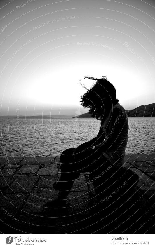 Stillstand Ferien & Urlaub & Reisen Sommer Sommerurlaub Meer Insel Wellen feminin Junge Frau Jugendliche Leben 1 Mensch 18-30 Jahre Erwachsene Landschaft Wasser