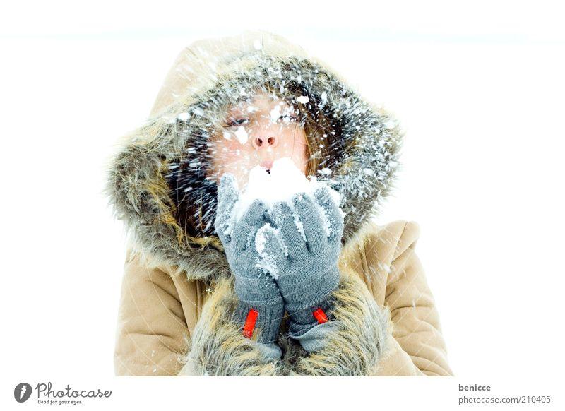 snowblow Frau Mensch Schnee Schneefall Winter Lächeln Freude Mantel Wintermantel Kapuze schön Natur Winterurlaub Ferien & Urlaub & Reisen attraktiv kalt