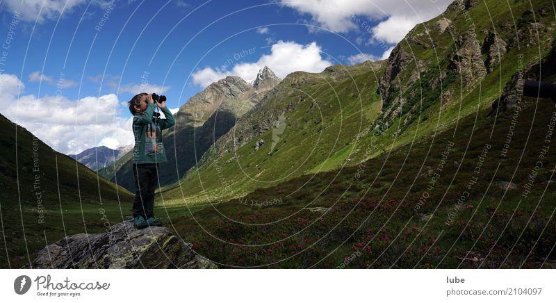 Jakob schaut fern Ferien & Urlaub & Reisen Tourismus Abenteuer Ferne Freiheit Sommer Sommerurlaub Berge u. Gebirge wandern Kind Kindheit 1 Mensch 3-8 Jahre