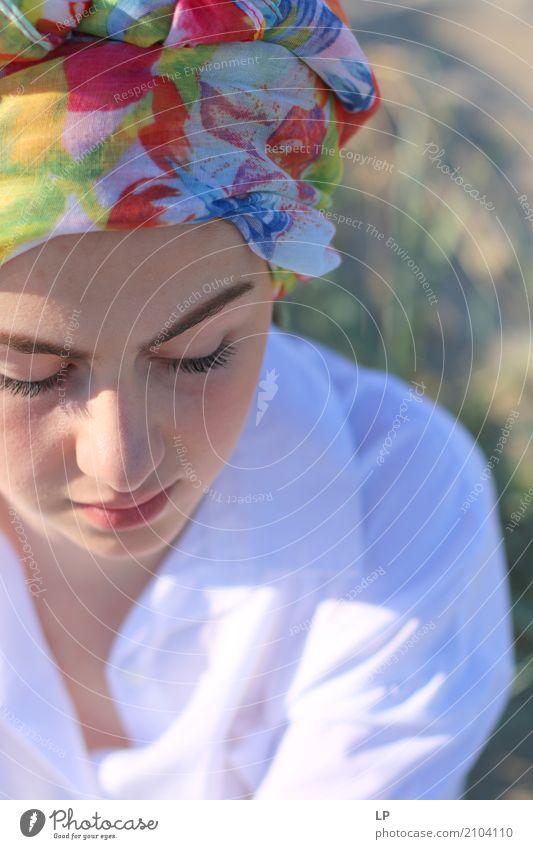 Mädchen mit Turban Lifestyle Reichtum elegant Stil Design schön Kosmetik Alternativmedizin Wellness Leben harmonisch Wohlgefühl Zufriedenheit Sinnesorgane
